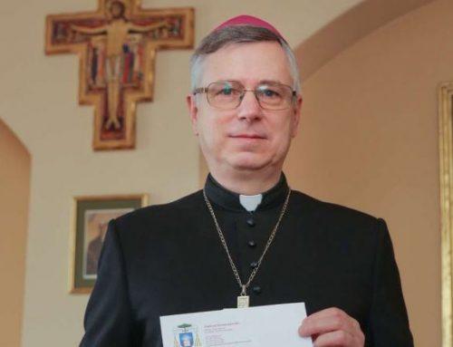 """Projekt """"Cała Polska wielbi Pana"""" otrzymał błogosławieństwo biskupa Andrzeja Siemieniewskiego"""